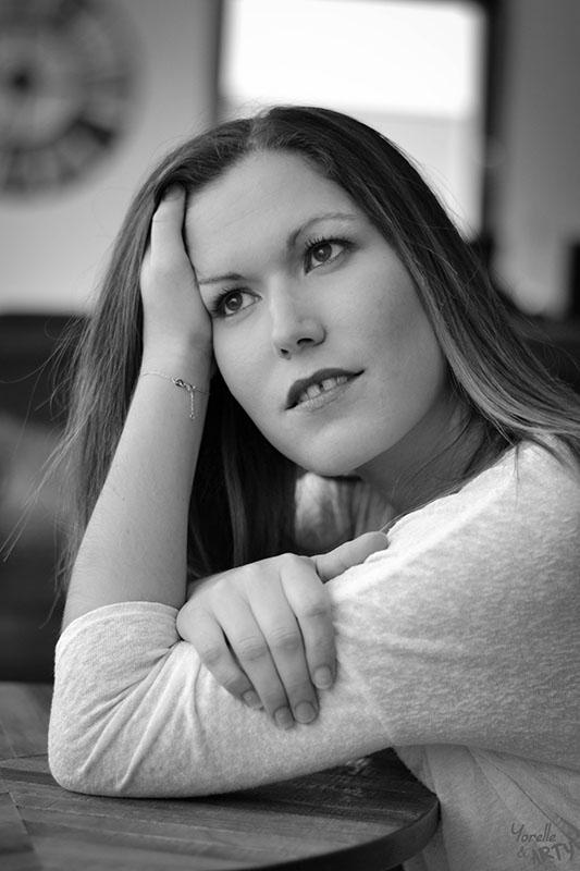 Portrait femme en intérieur